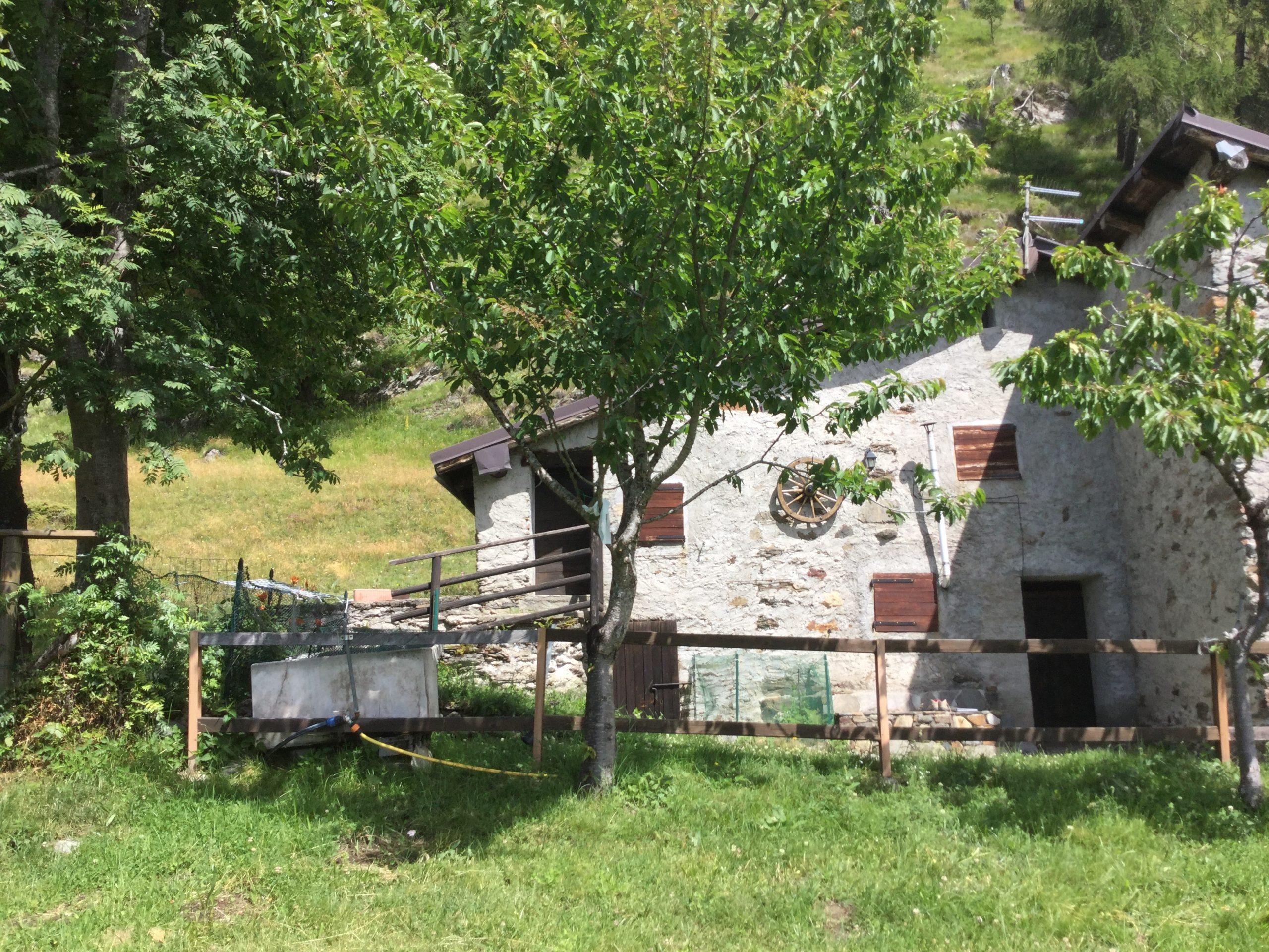 Alta Valle Camonica rustico con terreno